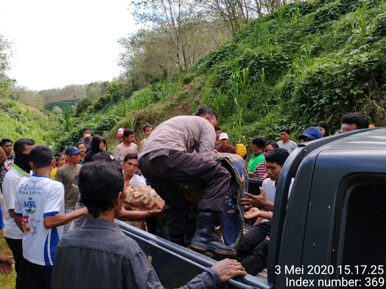 Polsek Sukaraja Evakuasi Remaja Korban Tenggelam di Air Terjun Desa Taba Lubuk Puding