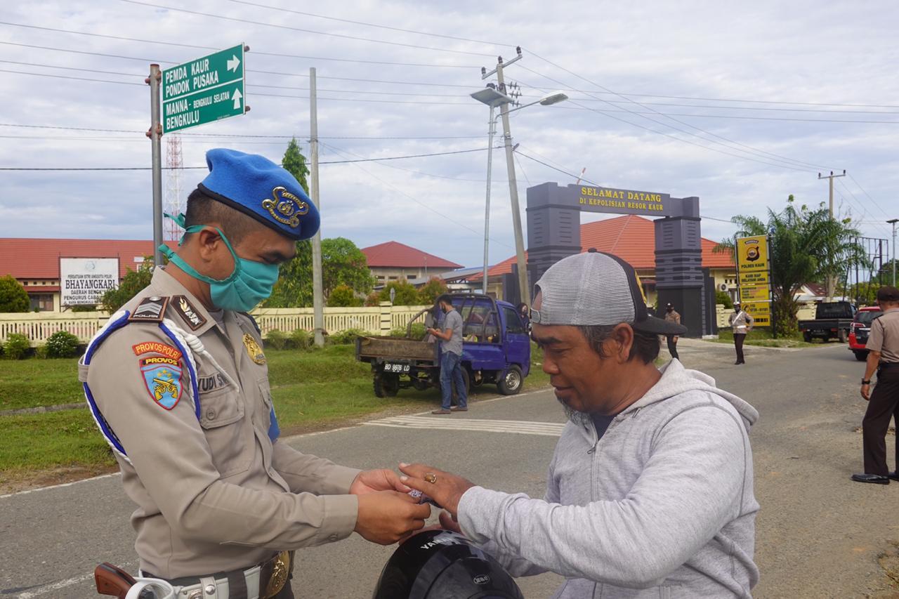 Tingkatkan Kedisplinan Jelang New Normal, Polres Kaur Razia Pengendara Tanpa Masker