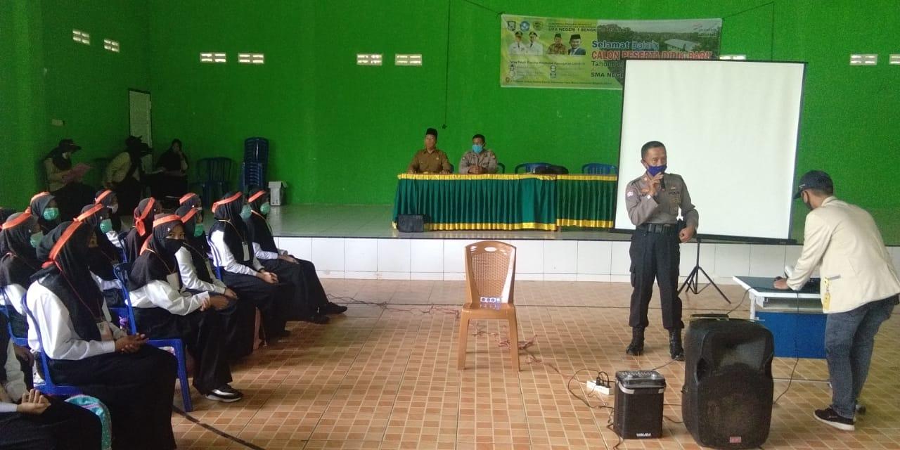 Hadiri MOS SMAN 1 BS, Sat Binmas Polres Bengkulu Selatan Gelar Binluh