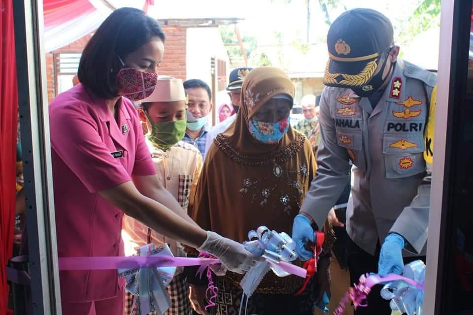 Kapolres Bengkulu Serahkan Bedah Rumah Hasil Kerjasama Yayasan Polres Bengkulu Peduli, Baznas dan Warga