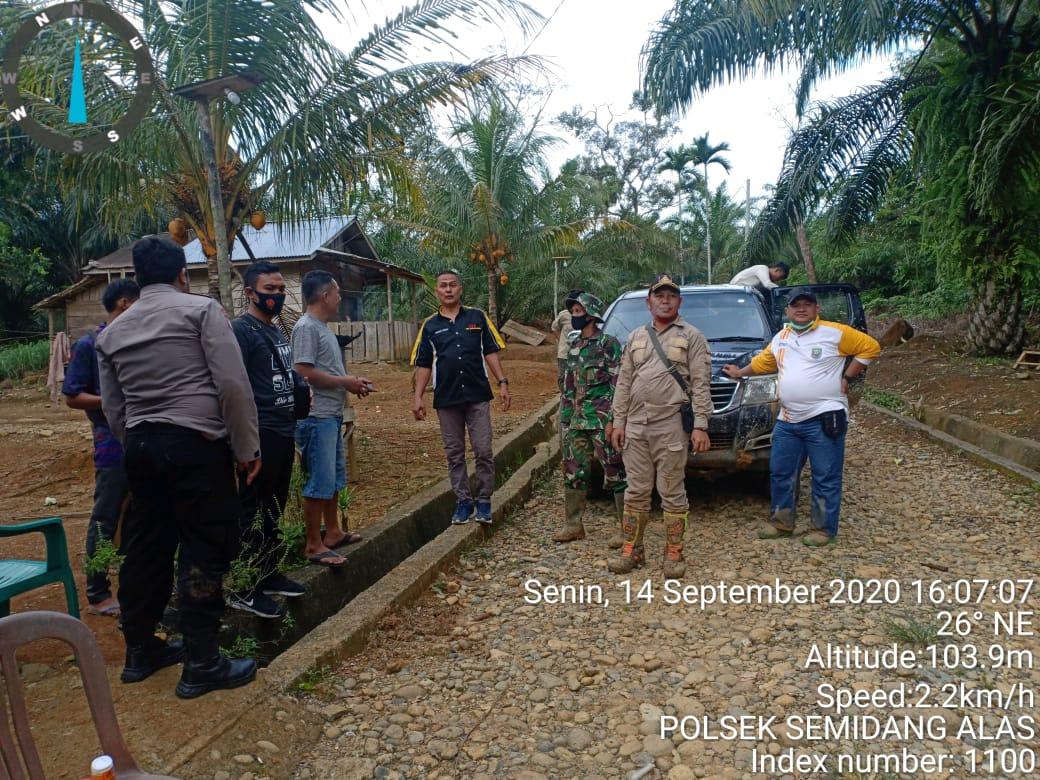 Polres Seluma Turunkan Anggota Dampingi Tim Dari Tapem Bengkulu Cek Dua Titik Koordinat Tapal Batas