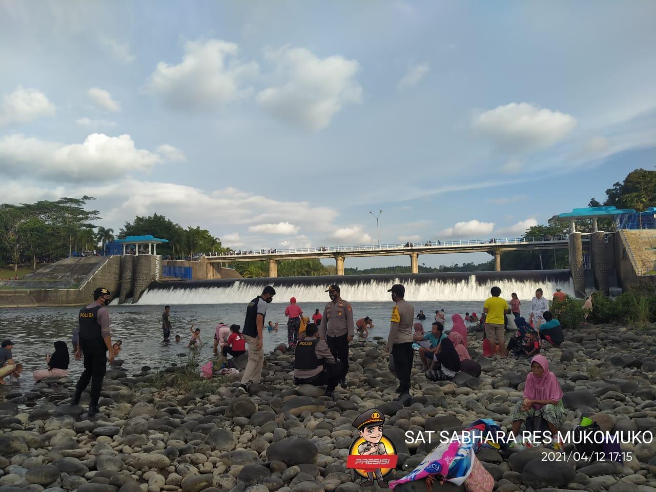 Pengamanan Tradisi Mandi Balimau, Polres Mukomuko Himbau Warga Patuhi Prokes