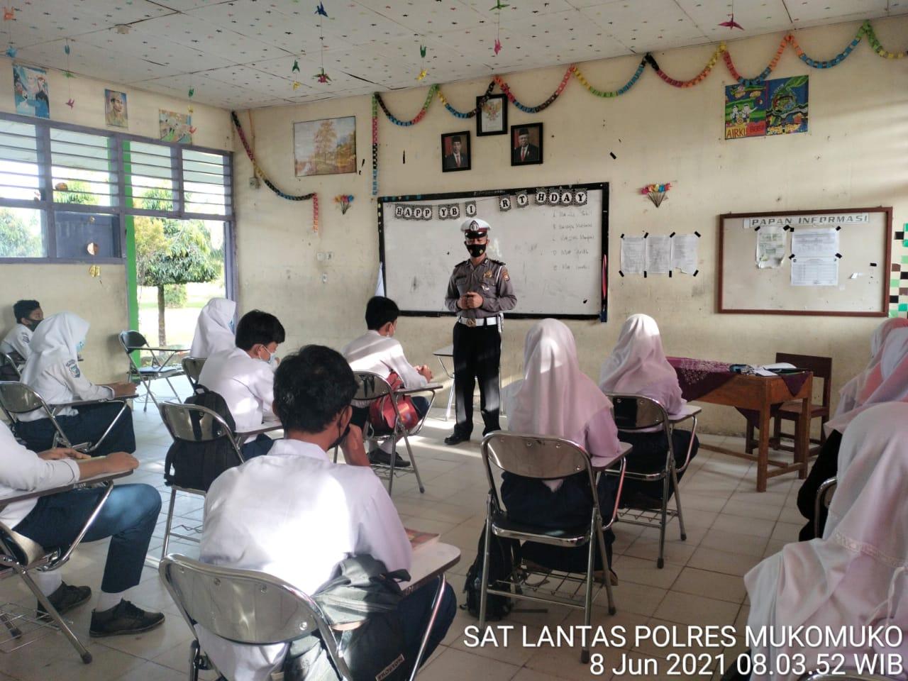 Satlantas Polres MM Sosialisasi Tertib Lalu Lintas di Sekolah-Sekolah