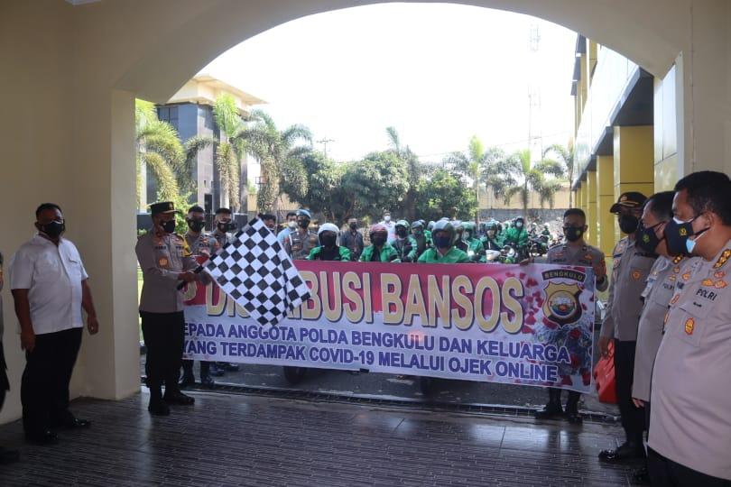 Gandeng Ojol, Wakapolda Bengkulu Lepas Distribusi 150 Paket Sembako Bagi Anggota Jalani Isoman