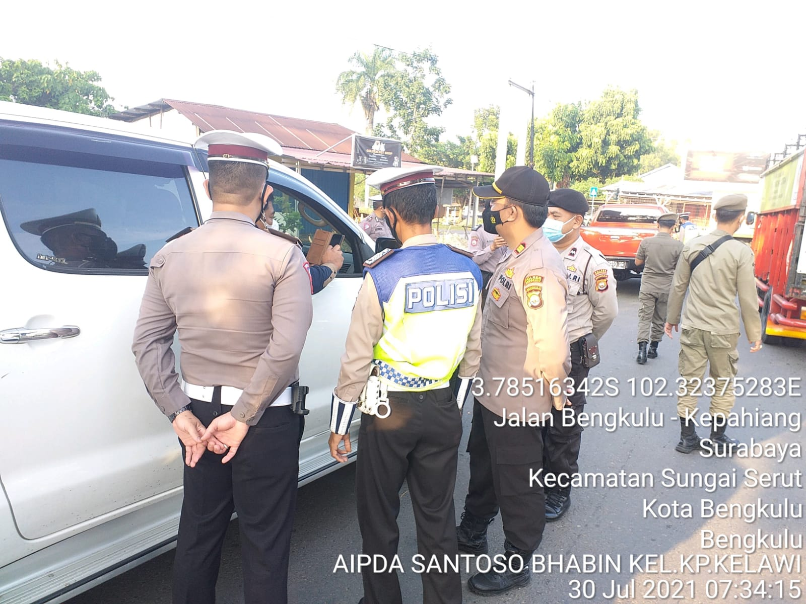 PPKM, Puluhan Kendaraan Diputarbalikkan Petugas di Simpang Nakau