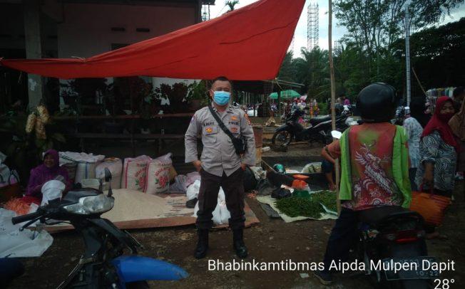 Sambang Pasar, Bhabinkamtibmas Binluh Prokes 5M dan 1D