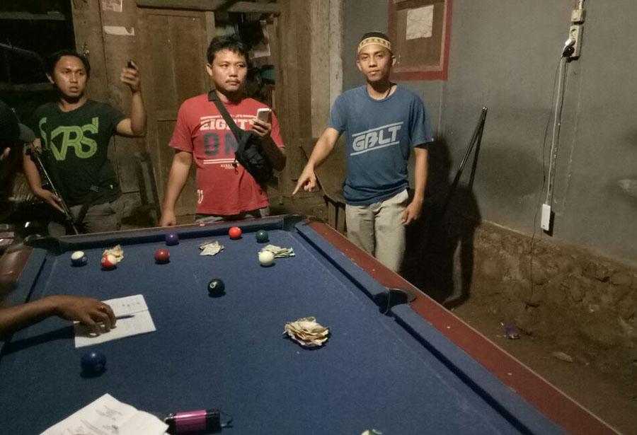 Lagi Asik Nyodok Di Padang Rambun,Tiga Pria Berurusan Dengan Polisi