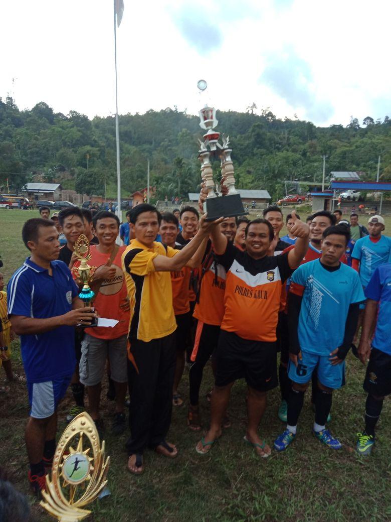 Tim Bola Polres Kaur Juara 1 turnamen Sepakbola