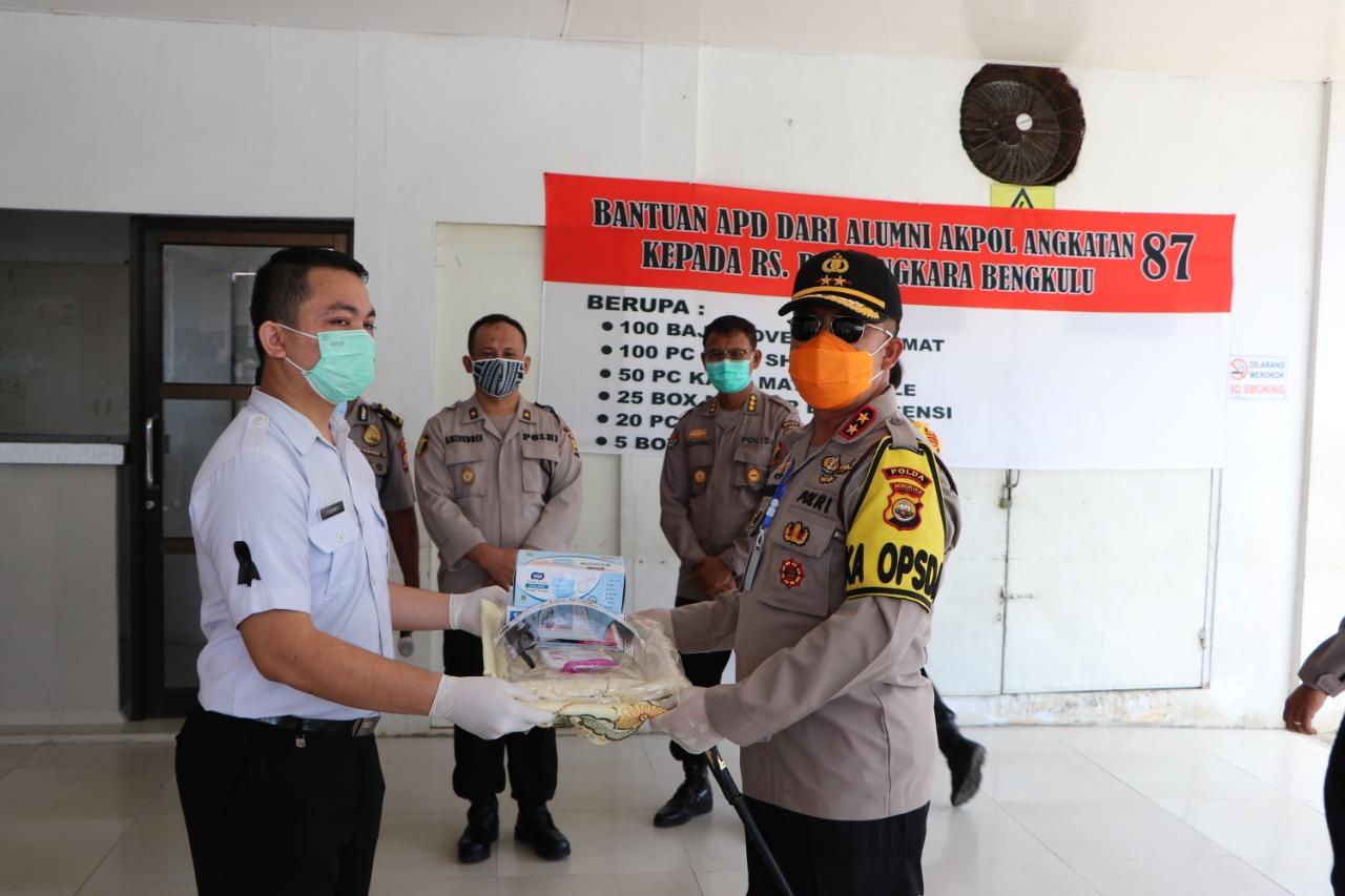 Kapolda Bengkulu Salurkan Bantuan APD Akpol 87 Ke Rumkit Bhayangkara