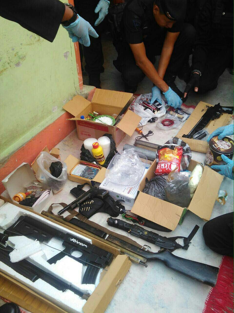 Densus 88 Tangkap 2 TSK Teroris,Senpi dan Bom Rakitan Siap Ledak Diamankan