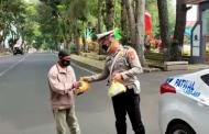 Hasil Sumbangan Anggota Polres RL, 150 Nasi Kotak Dibagikan Kepada Masyarakat