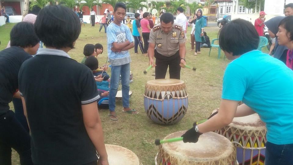 Kapolres Dukung Polwan Berlatih Tari Dan Alat Musik Dol