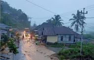 Polres Lebong, Koramil dan Warga Gotong-Royong Bersihkan Material Banjir di Desa Kota Donok