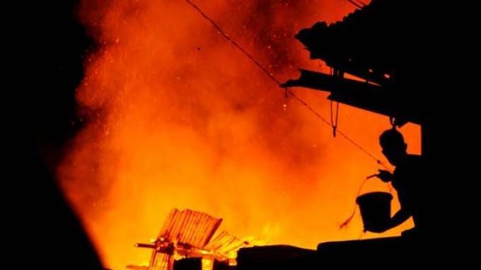 Pergi Dinas, Rumah Anggota Polsek Tanjung Kemuning Terbakar