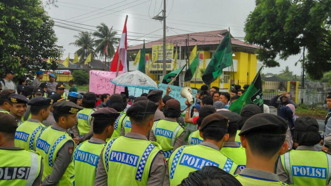 Hari Ini Ada Dua Lokasi Demo 121 Di Bengkulu
