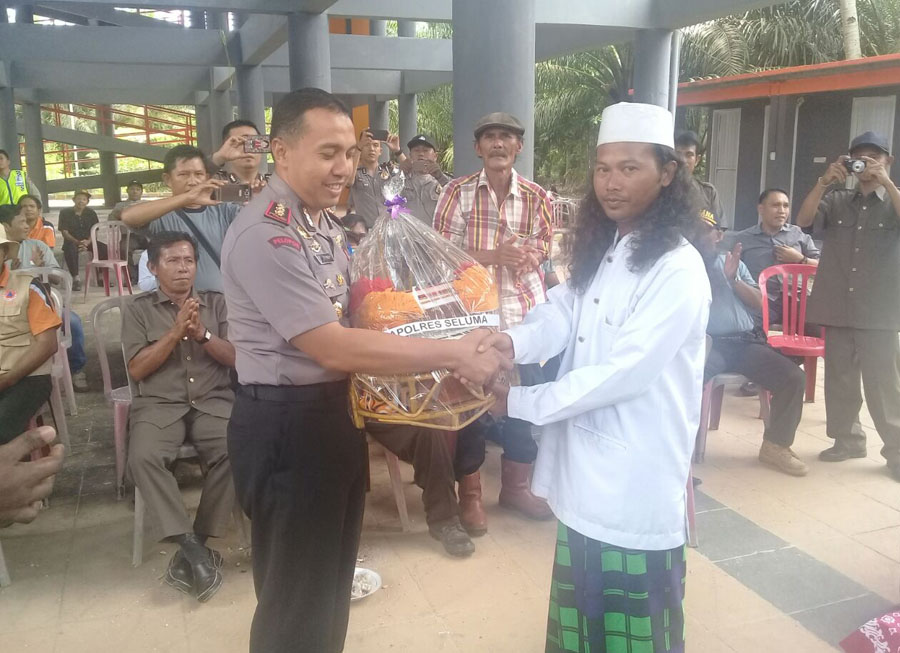 Silaturahmi dengan masyarakat,Kapolres Kunjungi Desa Rawa Indah