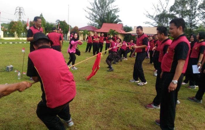 Peringati HUT Republik Indonesia Ke 72,Personil Polres Seluma Adu Ketangkasan Di Lapangan