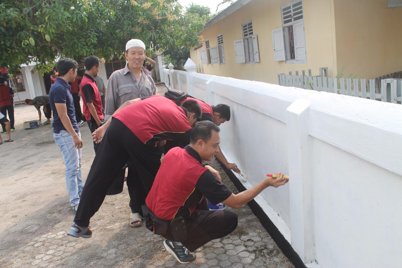 Kapolres Kaur Ajak Anggotanya Bakti Sosial di Masjid Syuhada