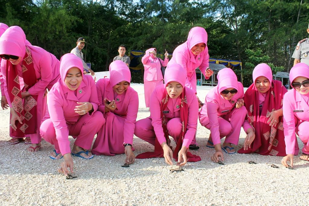 Kunjungan Kerja Ibu Ketua Bhayangkari Daerah Bengkulu Ny. Lili Suryani Coki Manurung ke Polres Kaur