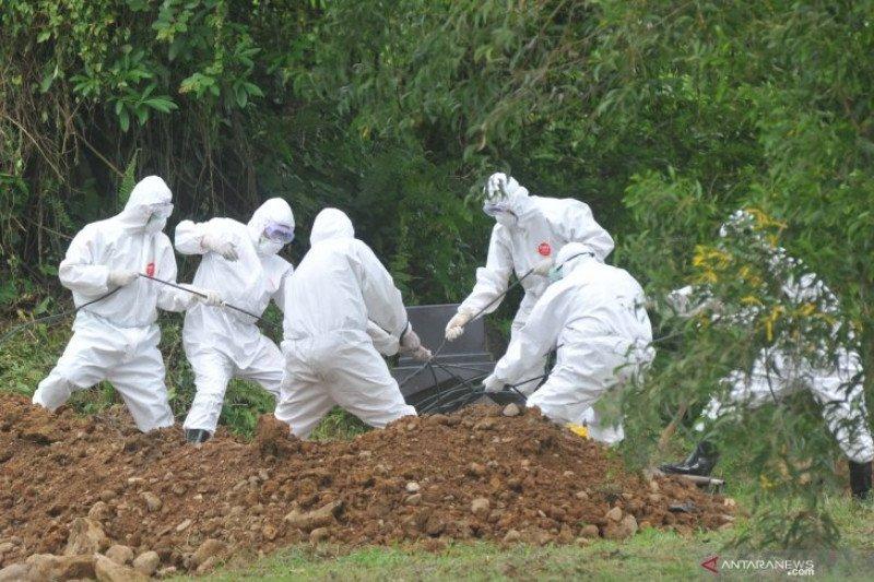 Polisi Terus Bantu Pemakaman Pasien Covid- 19