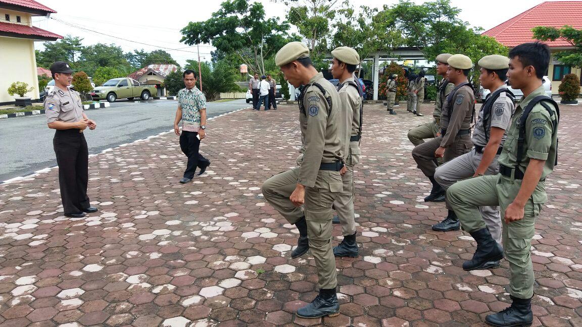 Kasat Binmas Polres Kaur laksanakan pembinaan dan pembekalan kepada Personel Satpol-PP Kab. Kaur
