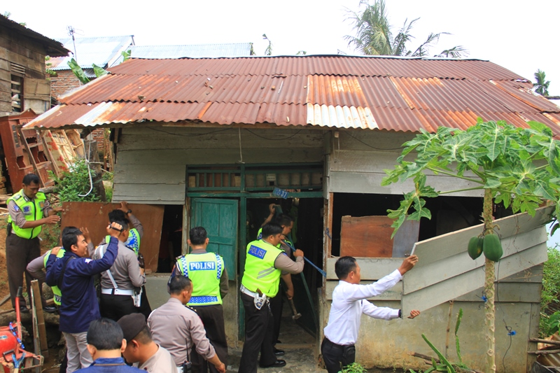 Yayasan Polres Bengkulu Peduli Lakukan Bedah Rumah