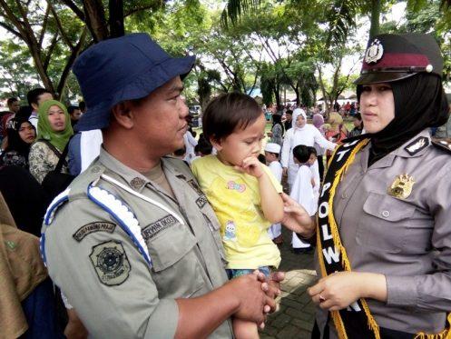 Anak Menangis Kehilangan Orang Tua Saat Manasik Haji