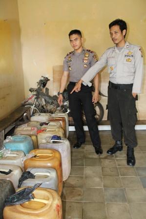 Polisi Amankan Ratusan Liter Tuak