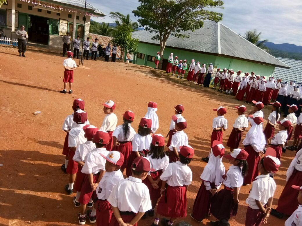 Bhabinkamtibmas Polres Kaur Jadi Irup di Sekolah
