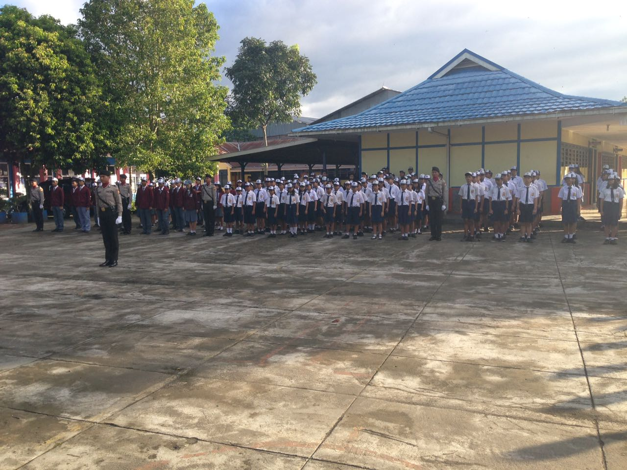 Sosialisasi Penerimaan Polri, Siswa SPN Bukit Kaba Upacara Disekolah