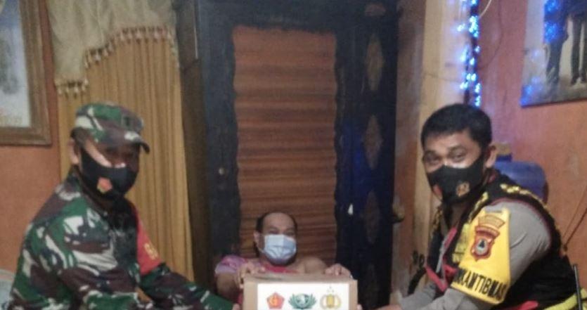 Wujud Kepedulian TNI-Polri, Salurkan Bantuan Sembako Untuk Warga Lumpuh